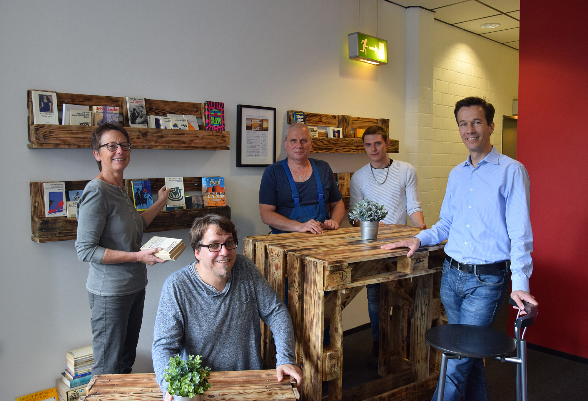 studentenwerk oldenburg neue m bel f r das kabuff in der cafeteria uhlhornsweg. Black Bedroom Furniture Sets. Home Design Ideas